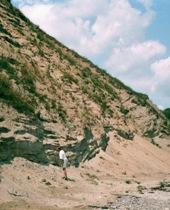 Tyk lagserie af smeltevandsgrus, -sand og silt aflejret i søbassiner gennem slutningen af Saale Istid. Foto: Peter Gravesen, 2002